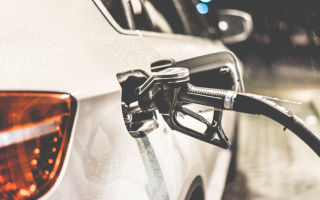 Почему падает нефть: причины падения и чем это грозит